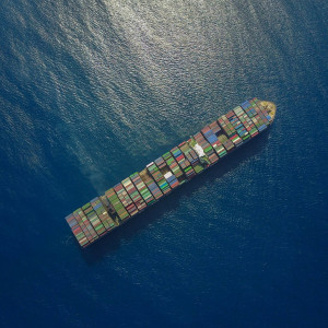 container-ship-2856899_1920_0